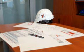 monitoring kosztów - dokumenty na stole