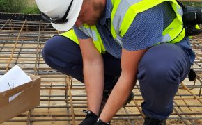 montaż czujnika kontroli dojrzałości betonu