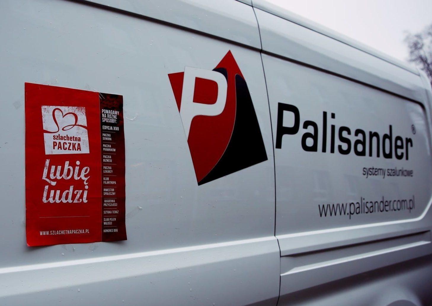 Naklejka Szlachetna Paczka na samochodzie firmy Palisander