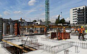 Szalunki na placu budowy