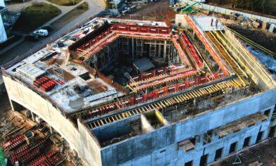 szalunki palisander podczas budowy biblioteki uniwersyteckiej w białymstoku