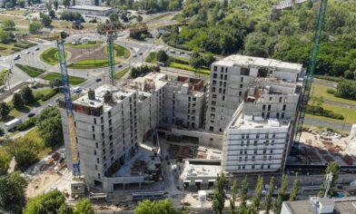 szalunki palisander podczas budowy warta towers